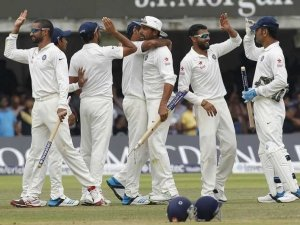 indian-cricketers-celebrating-victory
