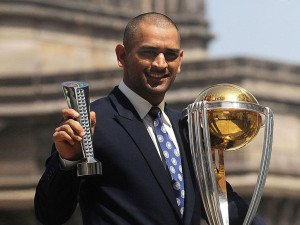 Mahendra-Singh-Dhoni-with-world-cup
