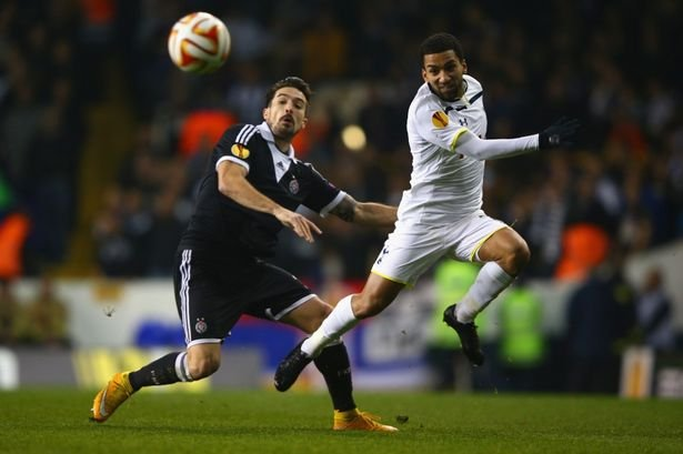 Vladimir-Volkov-of-Partizan-Belgrade-and-Aaron-Lennon-of-Spurs-battle-for-the-ball