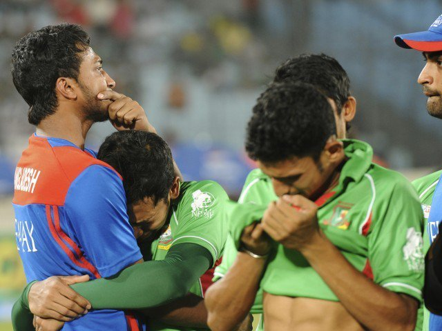 Bangladeshi players crying after losing the final of Asia Cup 2012