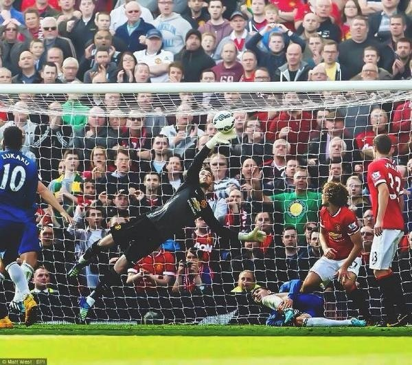 David De Gea saves against Everton in the dying minutes