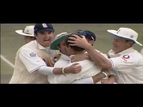 The English team celebrate with Geraint Jones in Ashes 2005