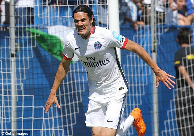 Cavani might finally get to play in the central striker's role