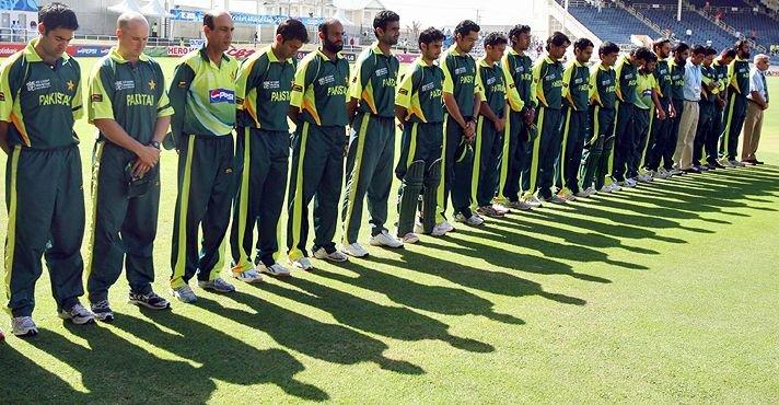 Pakistan Cricket Team mourning death of Bob Woolmer