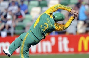 South Africa's Jacques Kallis catches out New Zealand's Kane Williamson during their second one-day international cricket match of the series in Napier, February 29, 2012. REUTERS/Anthony Phelps (NEW ZEALAND - Tags: SPORT CRICKET)