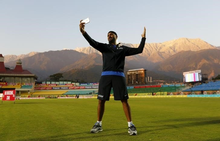 Harbhajan Singh takes a selfie during a practice session ahead of their first Twenty-20 cricket match against South Africa in the northern Indian hill town of Dharamsala, India, October 1, 2015. REUTERS/Adnan Abidi