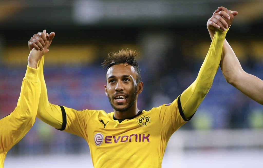 Borussia Dortmund's Pierre-Emerick Aubameyang and his team mates greet spectators after the Europa League group C soccer match against Qabala at the Backcell Arena in Baku, Azerbaijan, October 22, 2015. REUTERS/David Mdzinarishvili