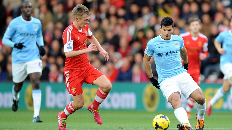 Southampton's James Ward-Prowse (left) and Manchester City's Sergio Aguero battle for the ball