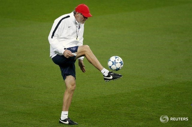 Paris St Germain's coach Laurent Blanc plays with the ball during a training session on the eve of their Champions League Group A soccer match against Real Madrid at Santiago Bernabeu stadium in Madrid