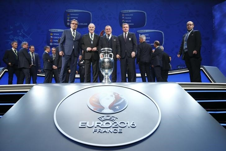 Football Soccer - Euro 2016 draw - Palais des Congres, Paris, France - 12/12/15 Group D coaches Turkey's Fatih Terim, Spain's Vicente del Bosque, Czech Republic's Pavel Vrba and Croatia's Ante Cacic pose with EURO 2016 trophy REUTERS/Benoit Tessier
