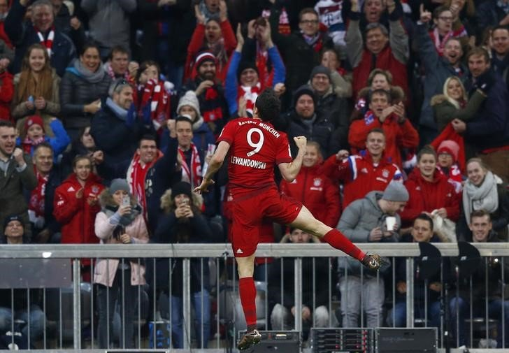 Football Soccer - Bayern Munich v FC Ingolstadt 04 - German Bundesliga - Allianz-Arena, Munich, Germany - 12/12/15 Bayern Munich's Robert Lewandowski celebrates scoring the first goal. REUTERS/Michael Dalder.