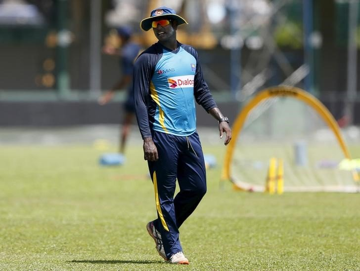 Sri Lanka's cricket captain Angelo Mathews reacts during a practice session ahead of their second test cricket match against India in Colombo, August 19, 2015. REUTERS/Dinuka Liyanawatte/Files