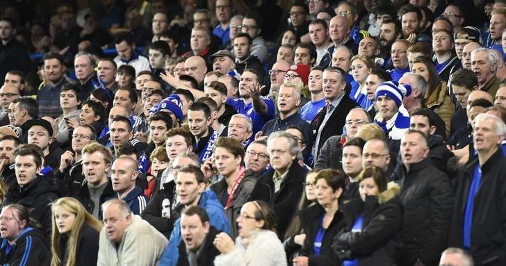 Football Soccer - Chelsea v Sunderland - Barclays Premier League - Stamford Bridge - 19/12/15. Chelsea fans. Reuters / Dylan Martinez. Livepic