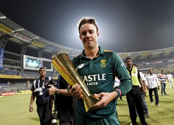 South Africa's captain AB de Villiers holds the trophy after they beat India in their fifth and final one-day international cricket match in Mumbai, India, October 25, 2015. REUTERS/Danish Siddiqui/Files