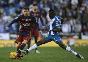 Football Soccer - Espanyol v Barcelona - Spanish Liga BBVA -Cornella-El Prat stadium in Cornella de Llobregat, Spain - 2/1/16 Barcelona's Lionel Messi (L) and Espanyol' Pape Diop in action. REUTERS/Stringer