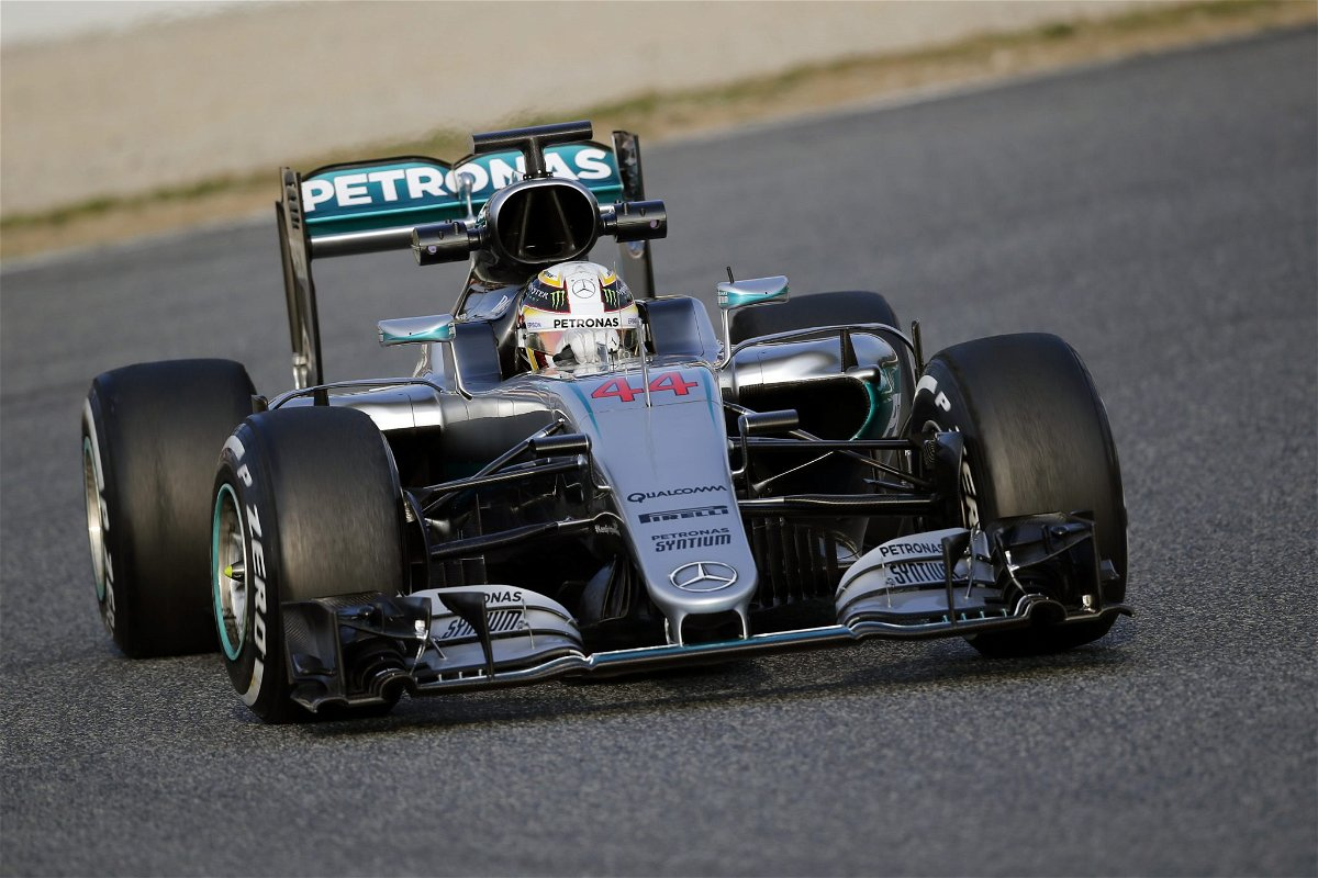 Lewis Hamilton tests the W07 hybrid in Barcelona
