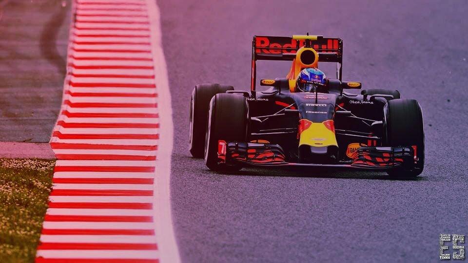 Max Verstappen's Best Overtakes