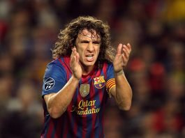_the_player_of_barcelona_carles_puyol_applauding_048672_