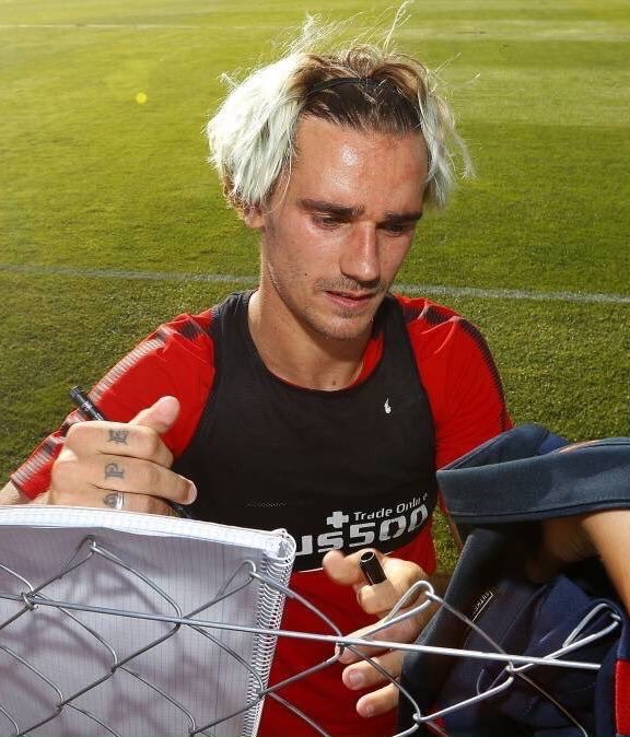 Twitter Reacts To Griezmann S Hair Essentially Sports