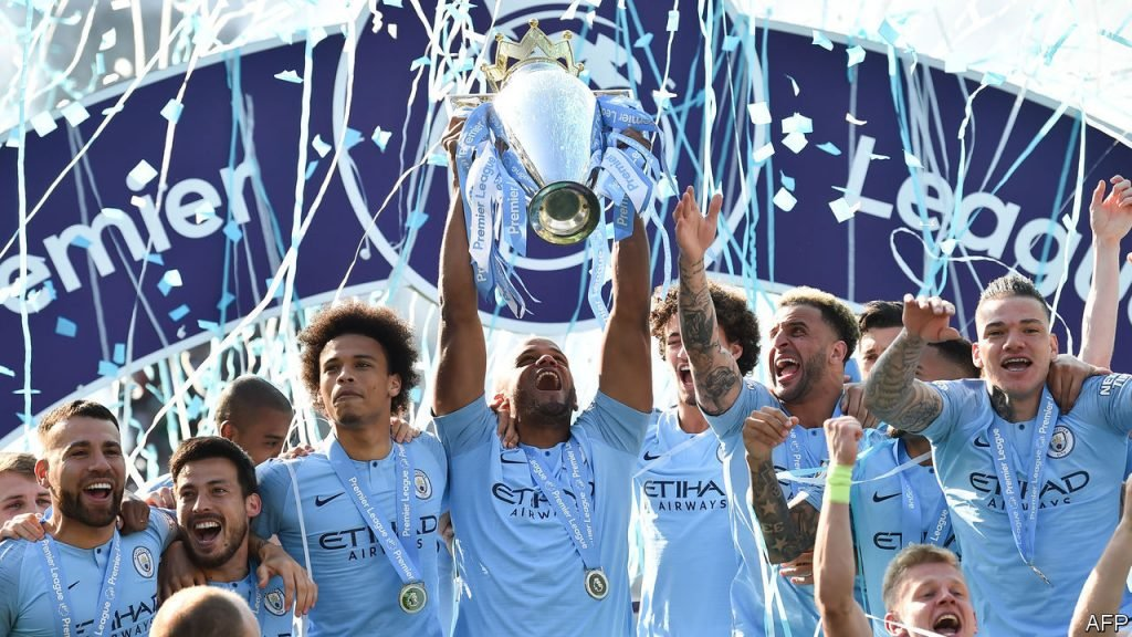 Vincent Kompany lifting the Premier League 2018/19 with his Mancheshter City teamamtes