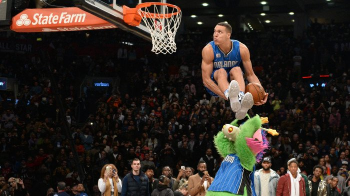 Aaron Gordon going for a dunk