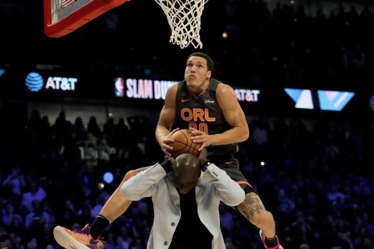 Aaron Gordon going for a slam dunk
