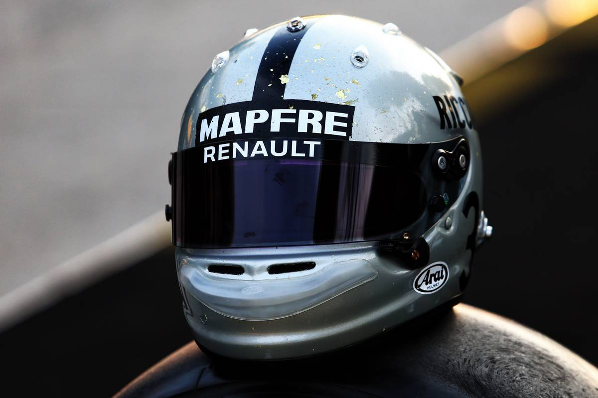 Daniel Ricciardo Debuts Quirky New Helmet Design For The 2020 F1 Season Essentiallysports