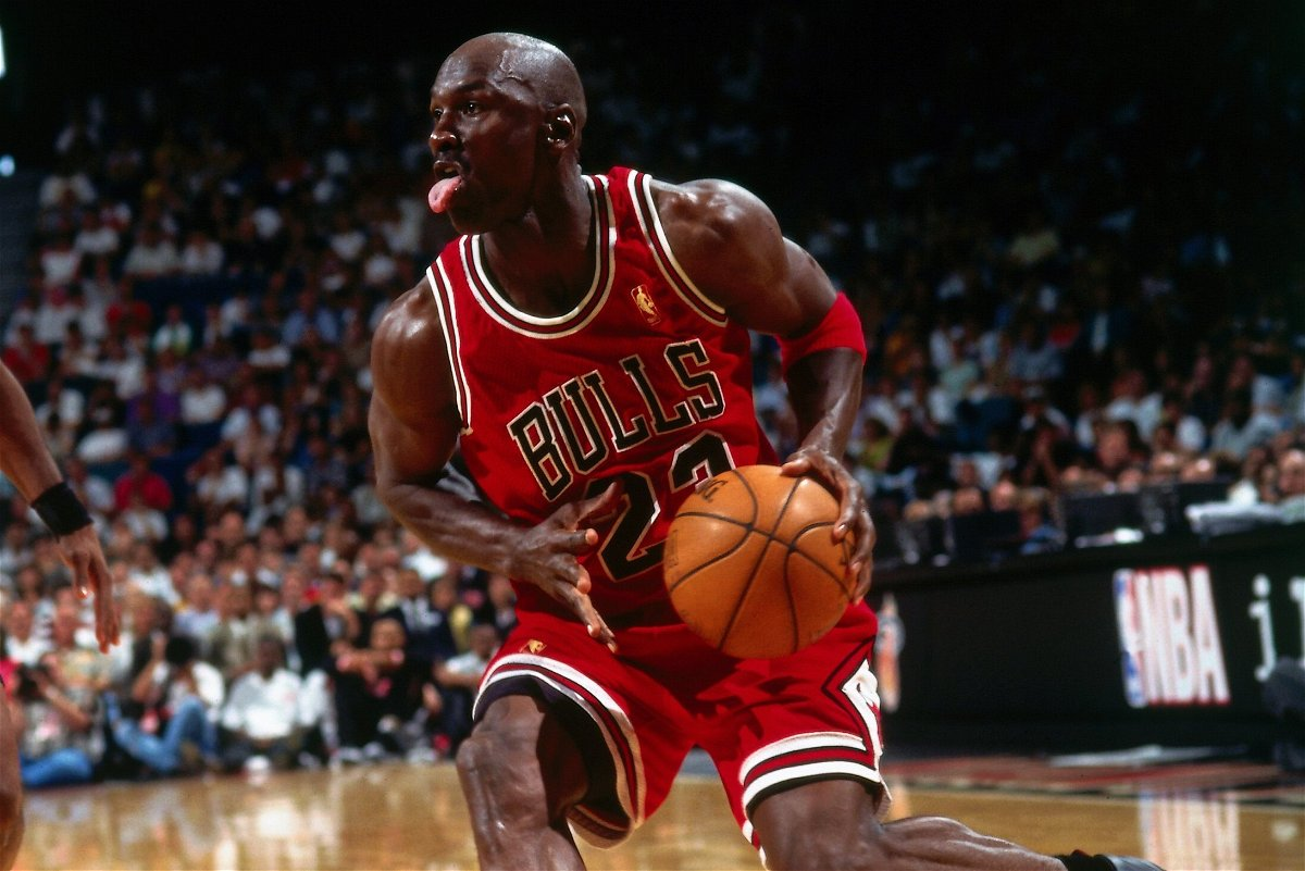 Equipar no pueden ver sequía  NBA Hall of Famer Urges Young Players to Not Bother About Being Popular  Like Michael Jordan - EssentiallySports