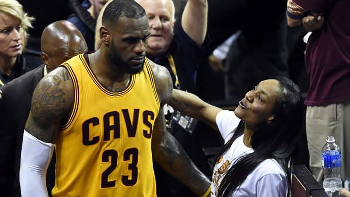 Sit Yo A Down When Lebron James Yelled At His Mother After A Hard Foul Essentiallysports