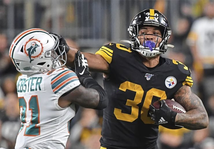 Pittsburgh Steelers runnings back James Conner