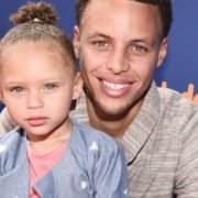 Stephen Curry with his daughter Riley