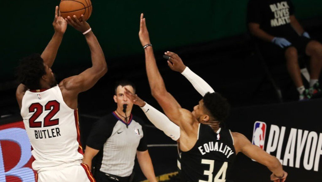 Watch Milwaukee Bucks Star Giannis Antetokounmpo Foul Jimmy Butler Leading To Controversial Call In Crunch Time Essentiallysports