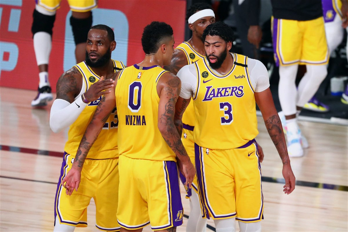 The Los Angeles team huddle in NBA Bubble