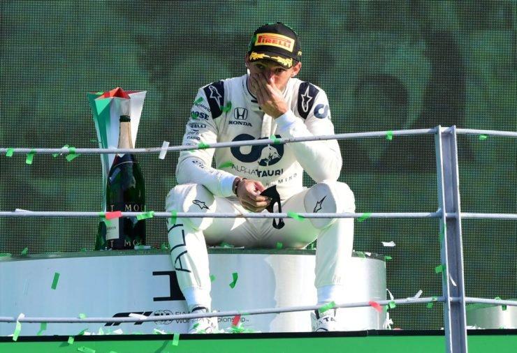 AlphaTauri司机皮埃尔·盖斯利泡的那一刻,坐在主席台顶上后,他在意大利大奖赛处女胜
