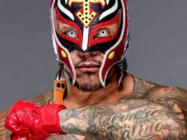 Former WWE Superstar Reveals Rare Unmasked Photo of Rey ...