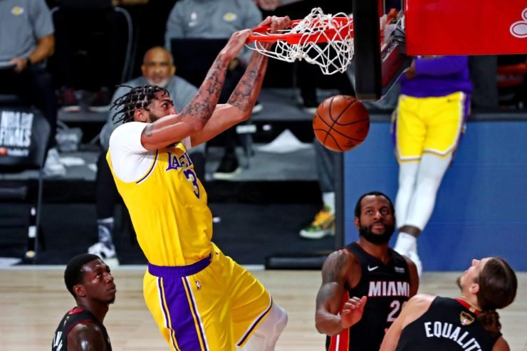 Anthony Davis dunks during Lakers vs Heat NBA Finals