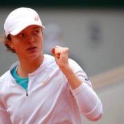 Iga Swiatek celebrates during her French Open 2020 semi-final