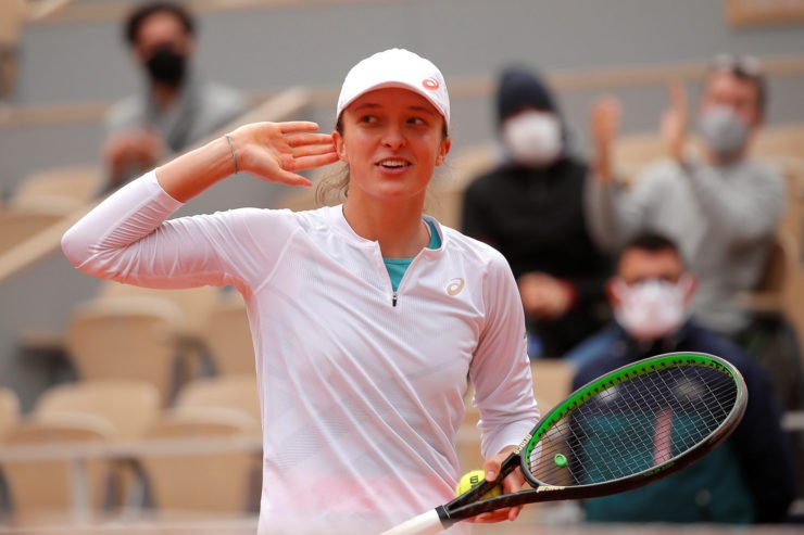 Iga Swiatek celebrates after reaching the finals of the French Open 2020