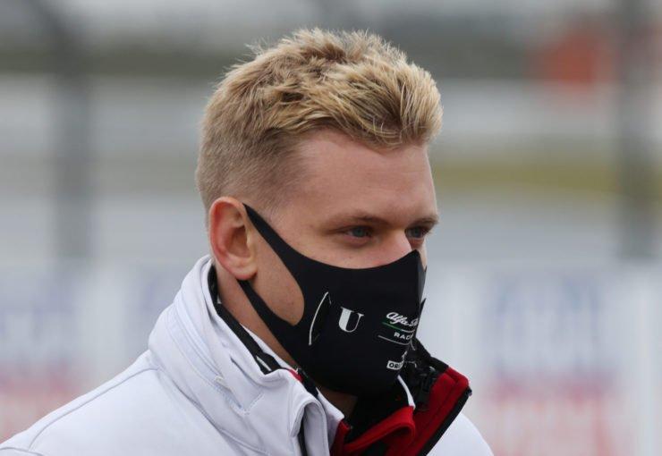 阿尔法·罗密欧的米克·舒马赫在赛道上的埃菲尔大奖赛2020