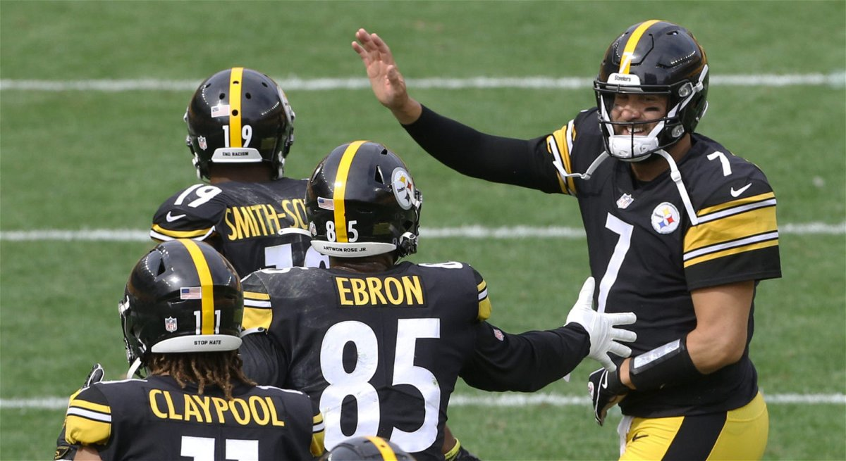 Pittsburgh Steelers wide receiver JuJu Smith-Schuster and tight end Eric Ebron and quarterback Ben Roethlisberger celebrate
