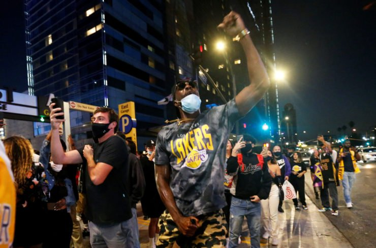 Los Angeles Lakers fans swarm the streets after winning the title
