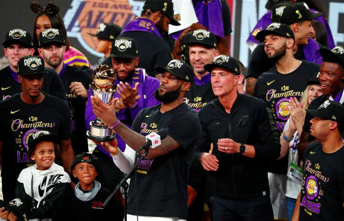 WATCH Lakers Receive Heroic Welcome At Los Angeles After
