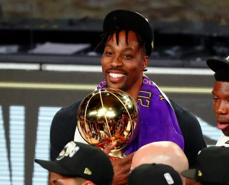 Lakers'Dwight Howard庆祝2020年的NBA标题