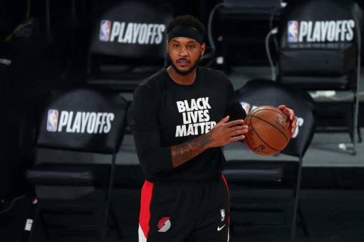Blazers' Carmelo Anthony Warming Up