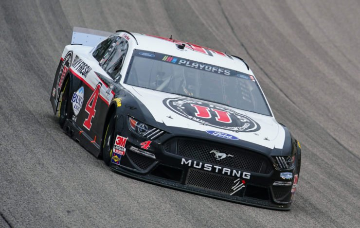 Kevin Harvick in action at the Kansas Speedway