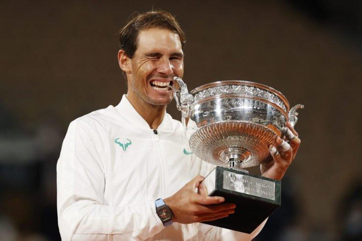 纳达尔与法网冠军奖杯2020