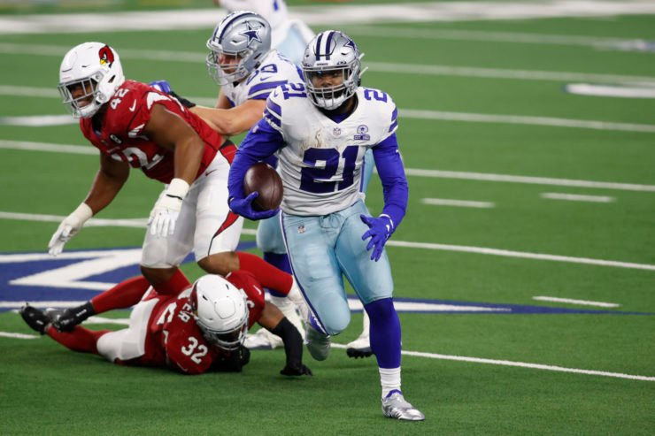 Dallas Cowboys running back Ezekiel Elliott attempts to make a play against Arizona Cardinals on Monday night.