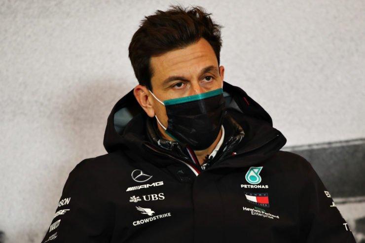 在艾弗尔大奖赛2020年的新闻发布会上奔驰的托·沃尔夫