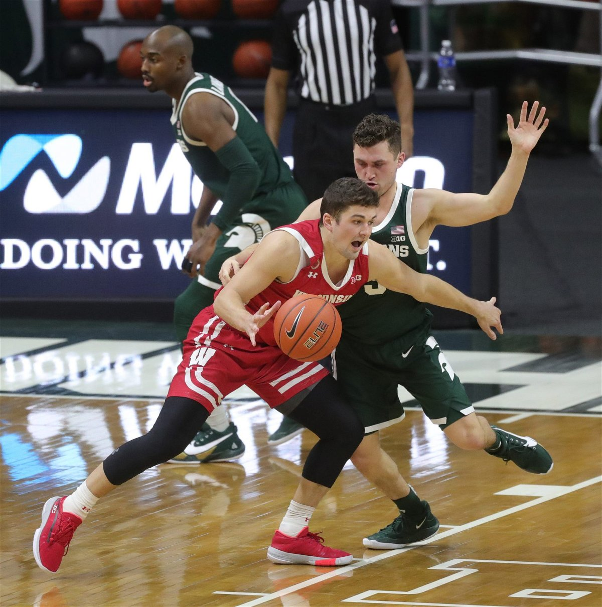 Wisconsin Badgers Break Scoring Record During Win Against Michigan State Spartans – EssentiallySports