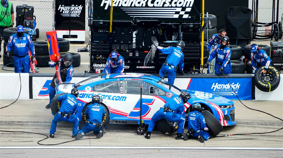 Kyle Larson makes a pit stop in NASCAR Kansas race
